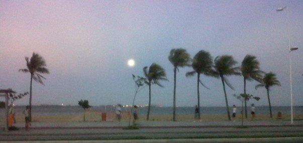 lua-cheia-praia-de-camburi-29032010