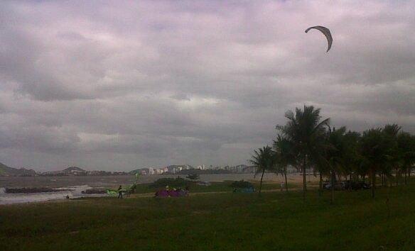 praia-camburi-ressaca-12062010c