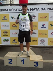 2012-05-20_08-37-42_491_Corrida_Mata_da_Praia_eu_no_podium_