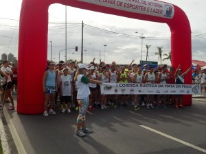 2012-05-20_08-46-12_588_Corrida_Mata_da_Praia_Preparando_para_largada_