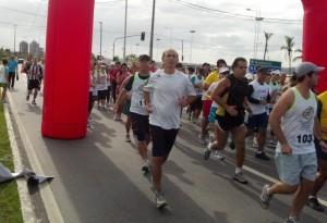 2012-05-20_08-47-58_780_Corrida_Mata_da_Praia_Largada_