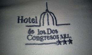 Logo do hotel na toalha de banho