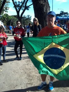 AC_BA_10_Com_a_bandeira_do_Brasil_2012-06-03_08-46-26_468