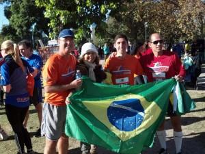 AC_BA_12_Com_um_grupo_de_Brasileirosl_2012-06-03_08-46-26_468